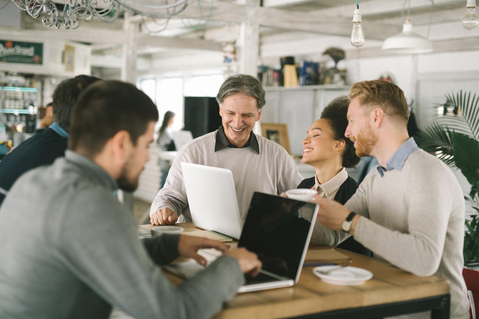 team-meeting-in-coffee-shop